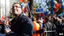 Молдовада қарсылық шеруіне шығушылар.
