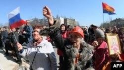 Донецкідегі ресейшіл шерушілер. Украина, 8 сәуір 2014 жыл.