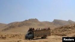 Эвакуация езидов из окрестностей Синджара при содействии курдского ополчения.