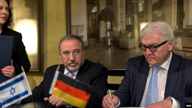 فرانک والتر اشتاینمایر، وزیر امور خارجه آلمان (راست) و همتای اسرائیلی او آویگدور لیبرمن