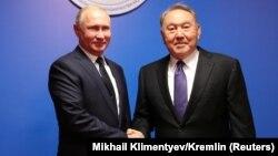 Vladimir Putin (left) and Nursultan Nazarbaev shake hands during a meeting in the Kazakh city of Petropavlovsk in November 2018.