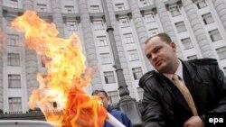 Как только над кабинетом Януковича стали сгущаться тучи, на повестке дня снова всплыл газовый вопрос