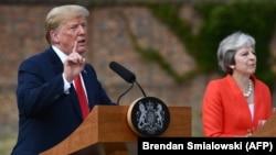 Donald Trump vər Theresa May