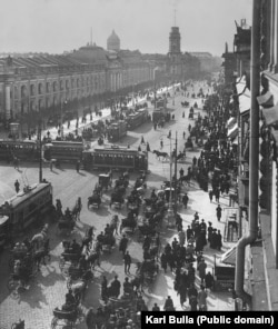 St. Petersburg's main street, Nevsky Prospekt, on a busy morning in the early 1900s as photographed by Karl Bulla.