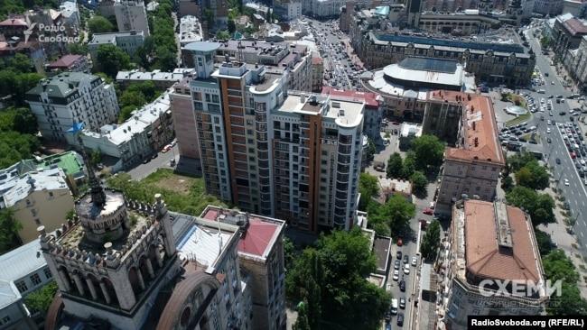 Елітний житловий комплекс «Капітолій», у якому мешкає Степан Грещук
