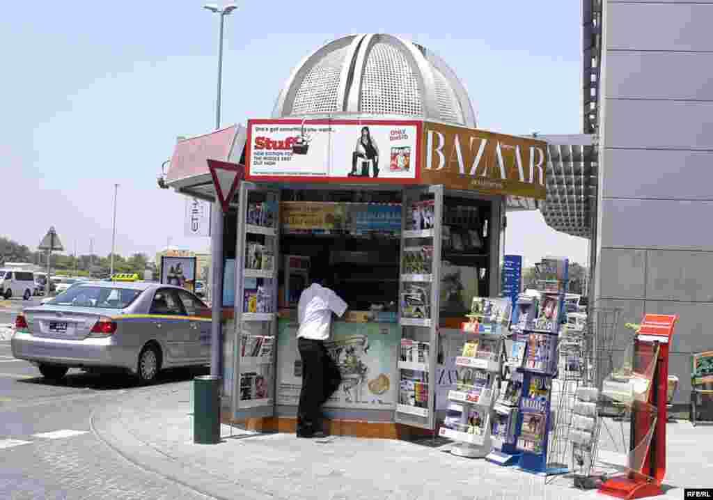 بيش از ده نشريه ايرانی اعم از روزنامه ، هفته نامه و گاه نامه در دبی انتشار می یابد