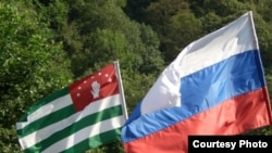 По словам Лейлы Тания, абсолютное большинство в Абхазии понимает, что абхазский стратегический прорыв возможен только через российское окно возможностей