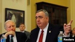 Глава комитета по внутренней безопасности Палаты представителей Конгресса США Майкл Маккол выступает на слушаниях по взрывам в Бостоне
