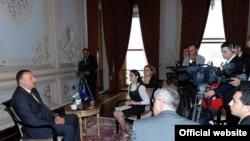 İlham Əliyev İstanbulda jurnalistlərin suallarını cavablandırır