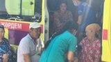 Медики оказывают помощь в эвакуационном пункте в Шымкенте, 26 июня 2019 года.