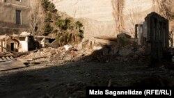 Согласно документам, Назгаидзе не является владельцем недвижимости в зоне стихийного бедствия, а в качестве компенсации ему заплатили из фонда пострадавших от наводнения