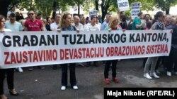 Prizor sa prosvjeda prosvjetnih radnika, Tuzla, 25. lipnja