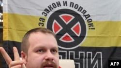 Русские националисты потом говорили в интервью русским националистическим изданиям, что раньше они думали – русских в Чечне больше нет, но теперь знают, что были не правы. На фото: Дмитрий Демушкин