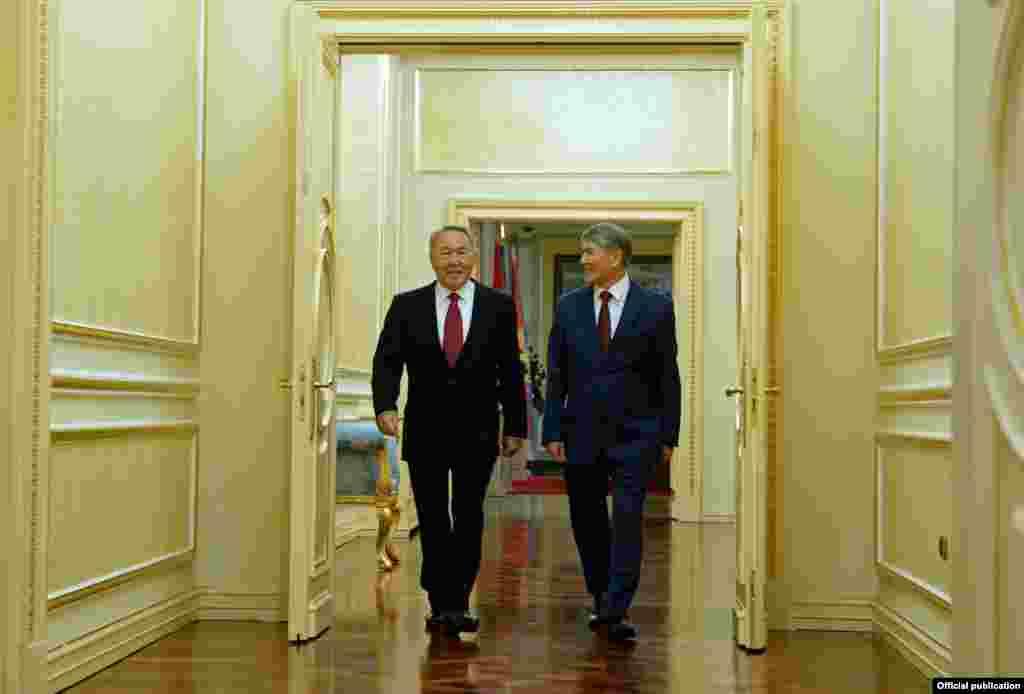 Алмазбек Атамбаев во время визита в Казахстан. Астана, 7 ноября 2014 года.