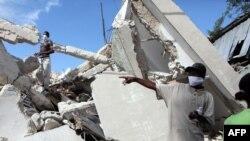Гаити - Поиск людей под развалинами, Порт-о-Пренс, 14 января 2010 г.