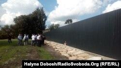 В прикарпатському селищі Обертин відновлюють зруйнований єврейський цвинтар