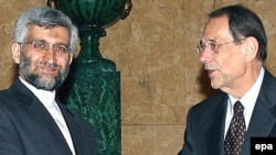 EU foreign policy chief Javier Solana (right) with Iran's top nuclear envoy Said Jalili (file photo)