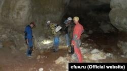 Печера під однією з ділянок траси «Таврида», де виявили останки стародавніх тварин