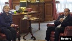 Хиллари Клинтон встречается с Махмудом Джебрилом, членом ливийского Национального совета