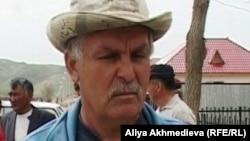 Қызылағаш ауылының тұрғыны Александр Квитко. Алматы облысы, Қызылағаш ауылы, 23 сәуір 2011 жыл.