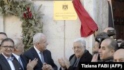 Președintele palestinian Mahmud Abbas (centru,dreapta) la inaugurarea noii misiunii diplomatice la Vatican, după întrevederea cu Papa Francisc, Roma, 14 ianuarie 2017