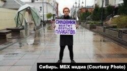 """Активист """"Протестного Омска"""" Денис Давыдов на пикете в поддержку участников """"ростовского дела"""""""
