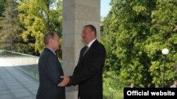 Ռուսաստան -- Նախագահ Վլադիմիր Պուտինը իր նստավայրում դիմավորում է Ադրբեջանի նախագահին, Սոչի, 9-ը օգոստոսի, 2014թ․
