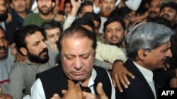 Nawaz Sharif's party looks set to control a majority of seats in the Pakistani parliament.