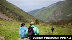 Кегети капчыгайында бараткан туристтер. Чүй облусу. 26-июнь, 2019-жыл.