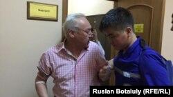 Сейтказы Матаев в судебном медпункте