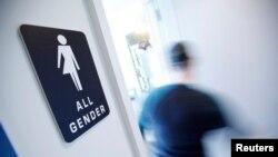 Ulaz slobodan za svaki pol (Natpis na vratima toaleta u kafeteriji u Duramu u Severnoj Karolini)