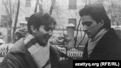 Актер және тележүргізуші Сергей Погосян (оң жақта). 1990 жылы түсірілген сурет.