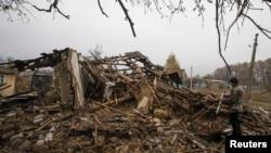 Руйнування після обстрілів у селі Спартак на околиці Донецька, недалеко від аеропорту, архівне фото