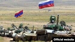 Армянские и российские подразделения во время совместных военных учений (архив)