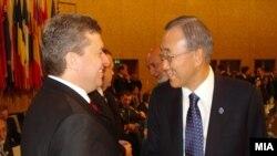 Претседателот Ѓорге Иванов и генералниот секретар на Обединетите нации, Бан Ки-мун на средба на Самитот на НАТО во Лисабот на 20 ноември 2010