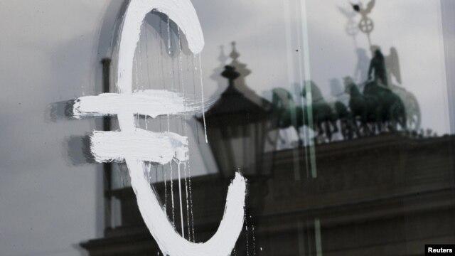 Njemačka: Znak eura na staklenim vratima