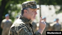 Ukrainian President Petro Poroshenko inspects troops in the Donetsk region.