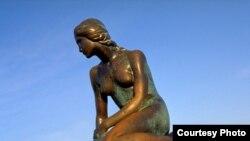 تمثال الحورية في العاصمة الدنماركية كوبنهاغن