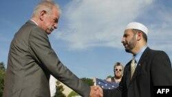 Pastori Teri Xhons dhe kreu i Shoqërisë Islamike në Florida, Muhamed Musri, pas konferencës për shtyp...
