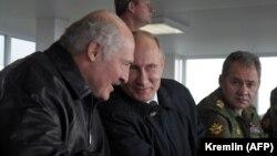 Președintele Republicii Belarus, Alexandr Lukașenka și omologul său rus Vladimir Putin