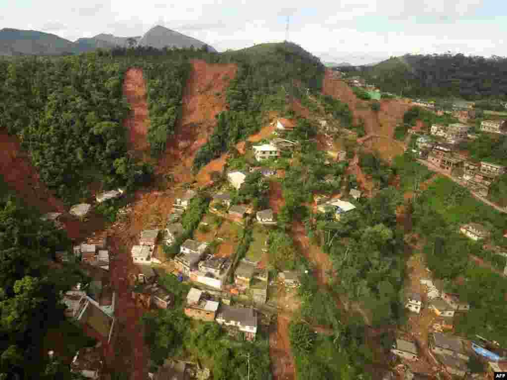 ...Бразилиянең Тересополис шәһәре тирәсендә убылмаларда йөзләрчә кеше һәлак булды.