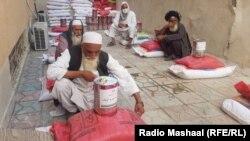 آرشیف، توزیع مواد غذایی برای فامیل های نیازمند در ولایت خوست