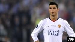 Ronaldonu «Manchester United» 2003-cü ildə Lissabonun «Sportinq» klubundan 12 milyon funt sterlinqə almışdı