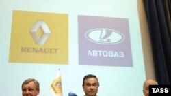 Президенты АвтоВАЗа Борис Алешин и Renault Карлос Гон и глава «Рособоронэкспорта» Сергей Чемезов