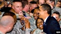 Президент Барак Обама Ирактагы америкалык жоокерлер менен жолугушуу учурунда.7-апрель 2009-жыл.