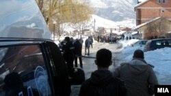 Полицаец уби двајца луѓе во Гостивар на 28 февруари 2012 година.