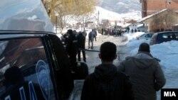 Полицаец уби двајца луѓе во Гостивар, 28 февруари 2011.