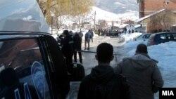 Полицаец уби двајца луѓе во Гостивар.