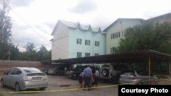 Место взрыва автомобиля в Бишкеке.