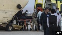 Tela žrtava prebacuju se iz Egipta za Rusiju u vojnoj bazi Kabret u blizini Sueckog kanala